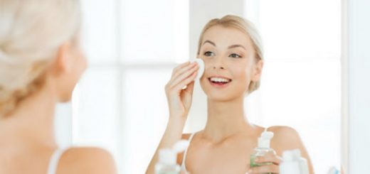 cleaning-skin-with-face-toner