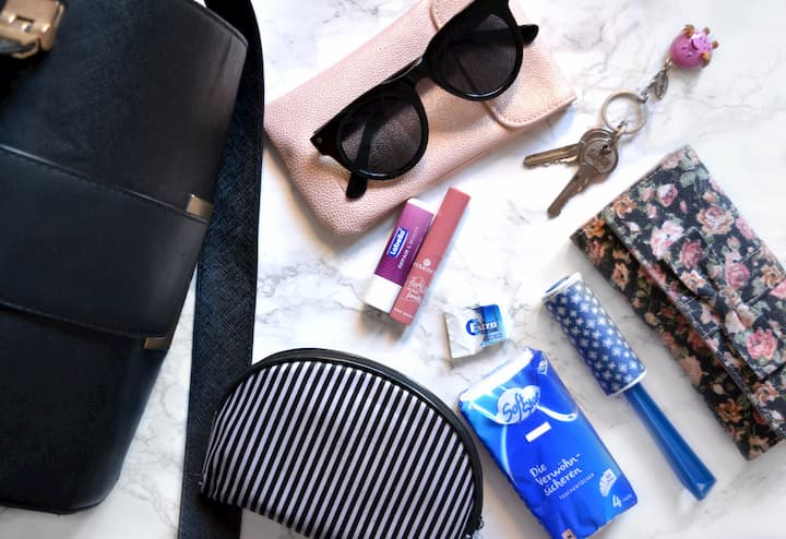 handbag essentials list